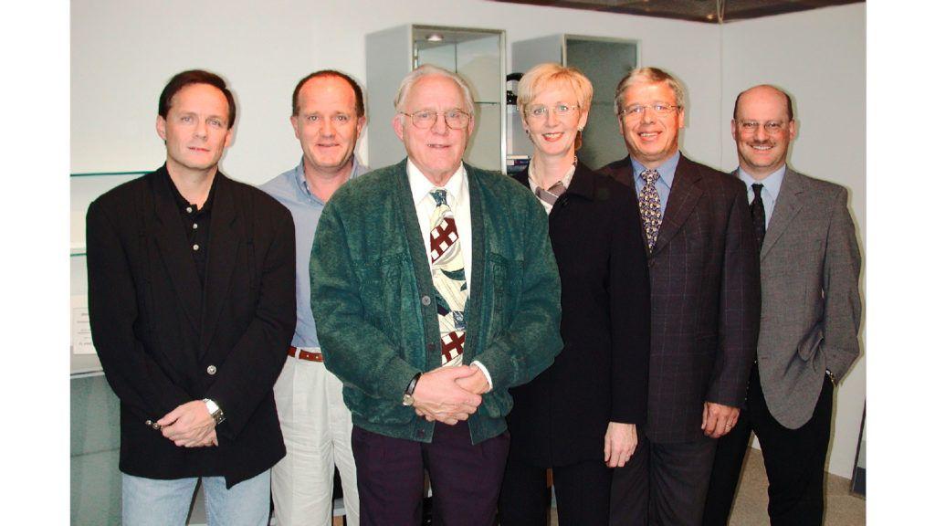 Verkauf der MAB von Familie Betschart an Familie Föhn v.l.n.r. Markus, René und Anton Betschart, Priska und Peter Föhn, Hubert Gwerder (GL-Mitglied)