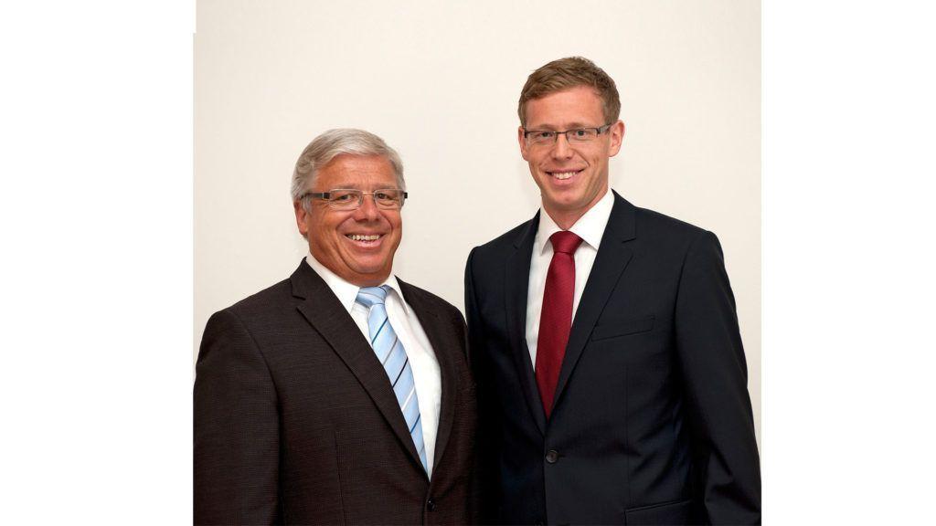 Nach der Wahl von Peter Föhn in den Ständerat, wird die Geschäftsleitung durch Marco Föhn übernommen. Nach der Matura absolvierte Marco ein Praktikum bei der Firma Bucher, Schreinerei, Goldau. Anschliessend schloss er das Studium zum Holzingenieur an der Holzfachschule in Biel erfolgreich ab. Nach einem Praktikum bei der Veriset in Root arbeitete Marco Föhn mehrere Jahre als Unternehmensberater bei der Firma T & O.